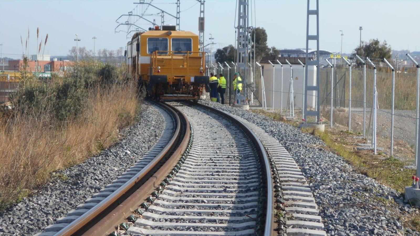 El puerto de Tarragona y Adif cogestionarán la operativa ferroportuaria del enclave