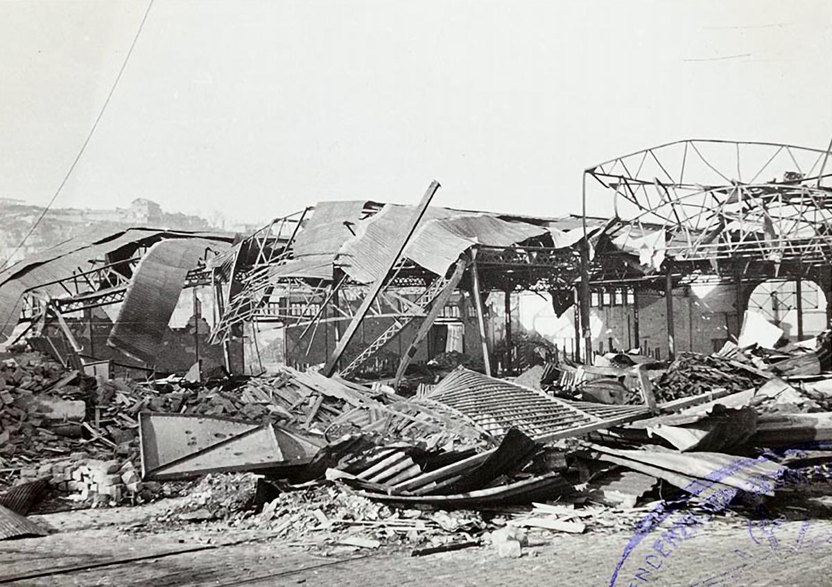 Magatzem destrossat després dels bombardejos de l'aviació italiana en recolzament de les tropes nacionals / Arxiu Nacional de Catalunya (Autor: Aviazione Legionaria Italiana)