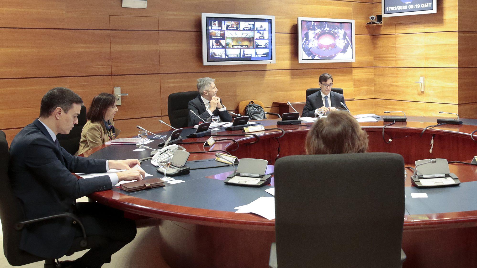 España moviliza 200.000 millones para frenar el deterioro económico