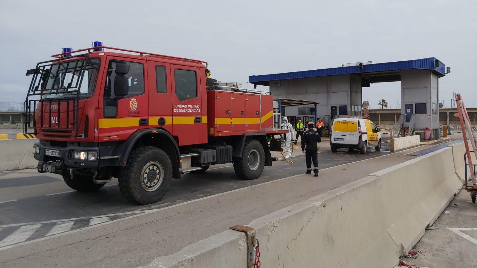 El Ejército desinfecta los principales puertos y aeropuertos